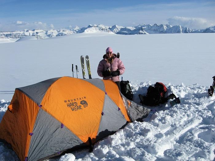 Lynn Martell auf dem Columbia Icefield