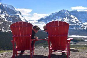 Verena und Analena am Athabasca Gletscher